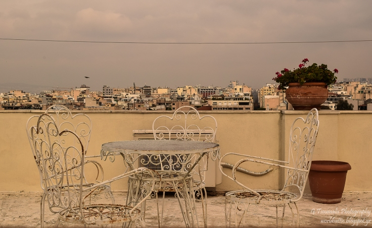 γιαννης τσουμαλης, γιάννης τσούμαλης, αναφιώτικα, αθήνα από ψηλά, ταράτσα, a world's attic, A worlds attic, giannis tsoumalis, worldsattic.blogspot.gr, στο χορό των εποχών, Αθήνα, μια ιστορία