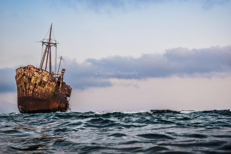 giannis tsoumalis, γιαννης τσουμαλης, γιάννης τσούμαλης, worldsattic.blogspot, worldsattic.blogspot.gr, A worldsattic, ναυάγιο γυθείου, Γύθειο, ναυάγιο, θάλασσα, Giannis Tsoumalis Photography
